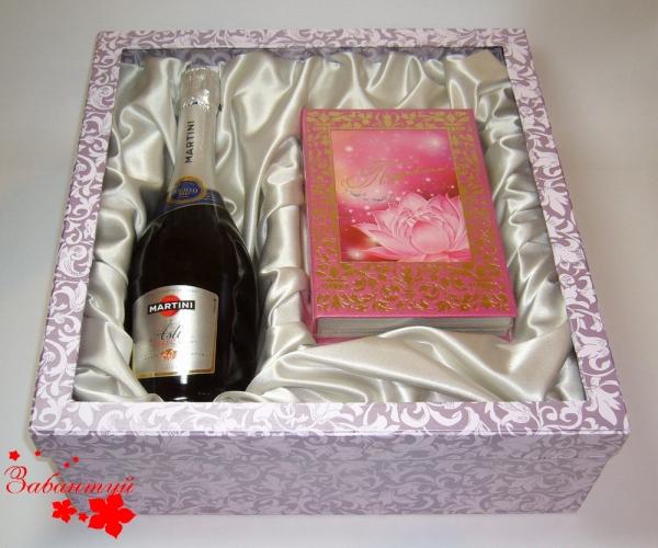 Подарочная упаковка для набора с шампанским с окошком из ПВХ в крышке