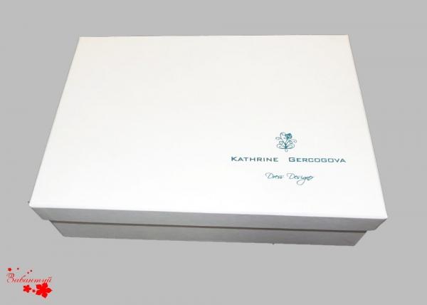 Коробка конструкции крышка-дно с тиснением логотипа