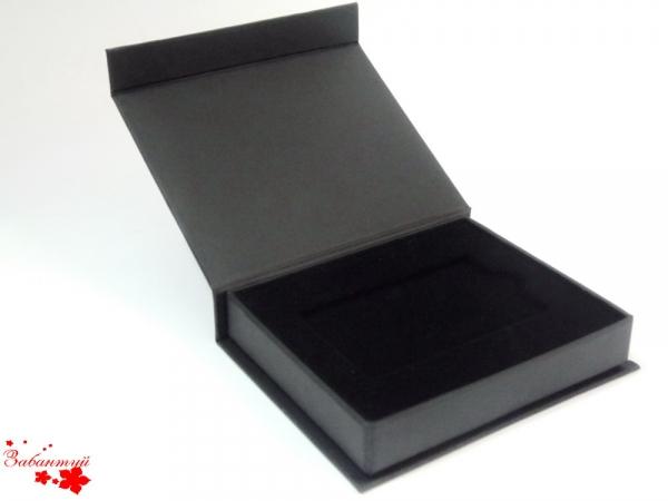 Коробка для пластиковой карты с логотипом на магнитах