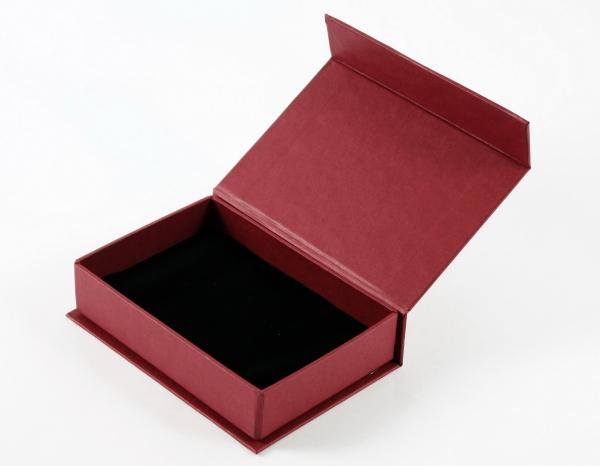 Коробка на магнитах с ложементом из бархата
