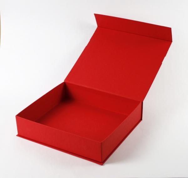 Коробка на магнитах с трафаретной печатью
