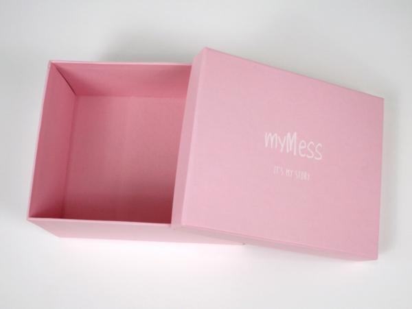 Коробка для упаковки одежды со съемной крышкой. myMess