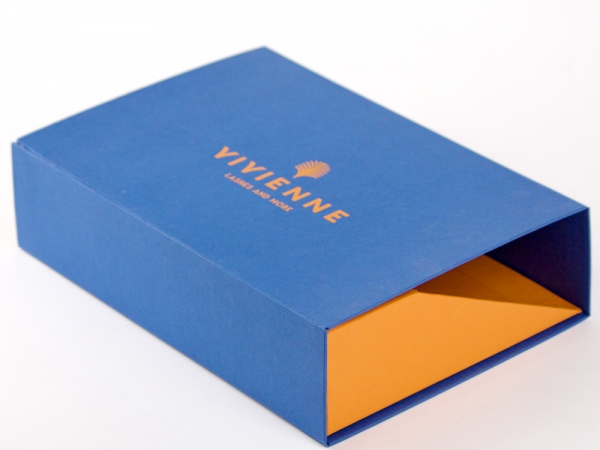 Коробка со скошенный дном на магнитах