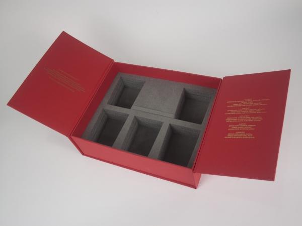 Коробка с ложементом из изолона с бархатом