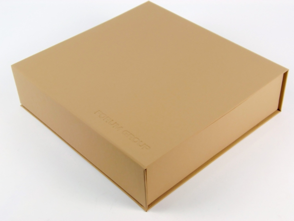 Коробка на магнитах с подъемным дном внутри
