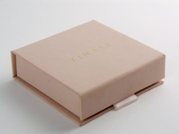 Коробка на магнитах для TINALI