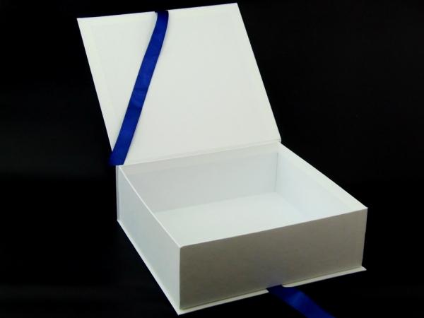 Коробка на лентах для проекта Karma