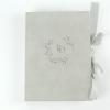Подарочная коробка на лентах из бархатистой бумаги