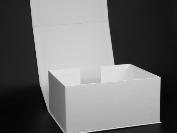 Коробки с отверстием за задней стенке для P7