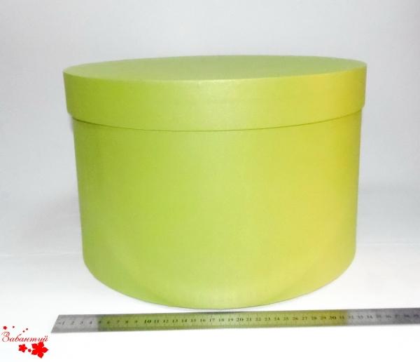 Диаметр 39 см, высота 25 см. Круглая коробка. Цвет: салатовый.