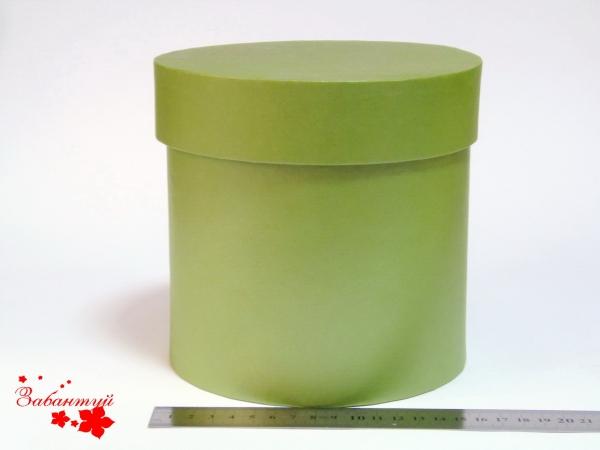 Диаметр 16 см, высота 15 см Круглая коробка. Цвет: оливковый.
