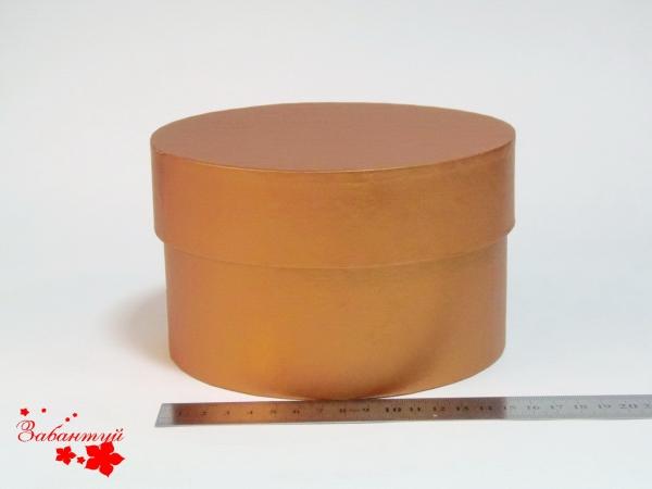 Диаметр 16 см, высота 10 см Круглая коробка. Цвет: рыжий. .
