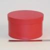 Диаметр 22 см, высота 13 см Круглая коробка. Цвет: красный.