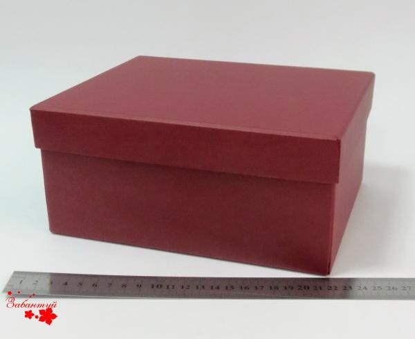 Размер 22*18*10 см Подарочная коробка со съемной крышкой. Цвет бордовый.