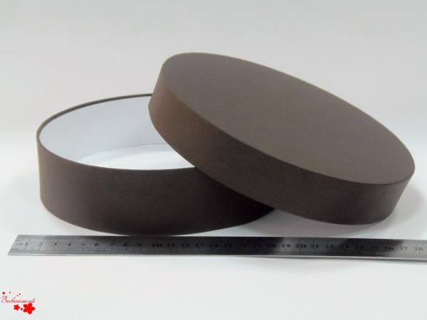 Круглая коробка. Цвет: коричневый. Диаметр 20 см, высота 5 см