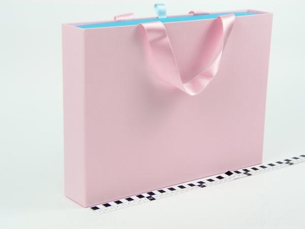Размер 35*25*5 см Выдвижная коробка с ручками. Цвет розово-голубой.