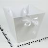 Коробка в форме трапеции. Внизу 17х17, вверху 26х26 см. Высота 25 см. Цвет белый