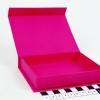 Розмір 12х10х2 см. Коробка з магнітним кріпленням. Колір малиновий