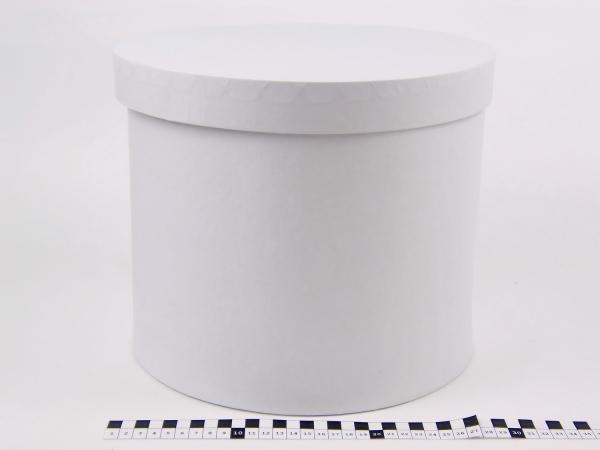 Диаметр 29 см, высота 20 см. Круглая коробка. Цвет белый