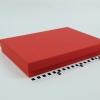 Розмір 35х25х5 см. Коробка зі з`ємною кришкою. Колір червоний