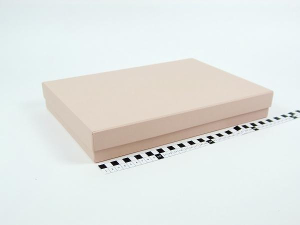 Размер 35х25х5 см Подарочная коробка со съемной крышкой. Цвет пудровый