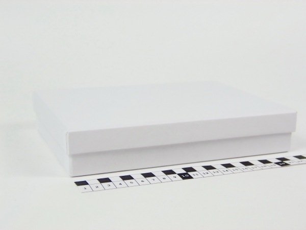 Размер 22,5х16,5х4 см Подарочная коробка со съемной крышкой. Цвет белый