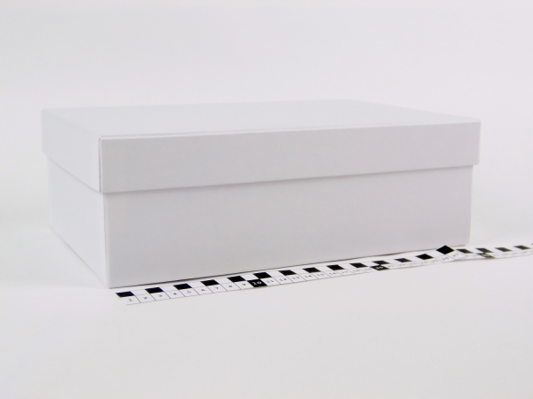 Размер 30х20х10 см Подарочная коробка со съемной крышкой. Цвет белый