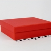 Размер 21х18х6 см. Коробка со съемной крышкой. Цвет красный
