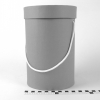 Диаметр 16 см, высота 25 см Круглая коробка с ручками. Цвет: серый.