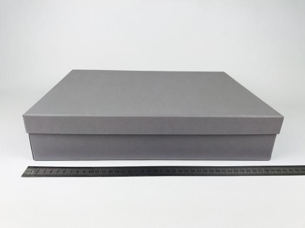 Размер 40х30х8 см. Коробка со съемной крышкой. Цвет серый
