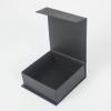 Размер 11х11х4 см. Коробка с магнитным креплением. Цвет черный