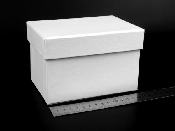 Размер 15х10х9 см. Коробка для подарка. Цвет белый