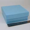 Размер 14,5х14,5х6 см. Коробка со съемной крышкой. Цвет голубой
