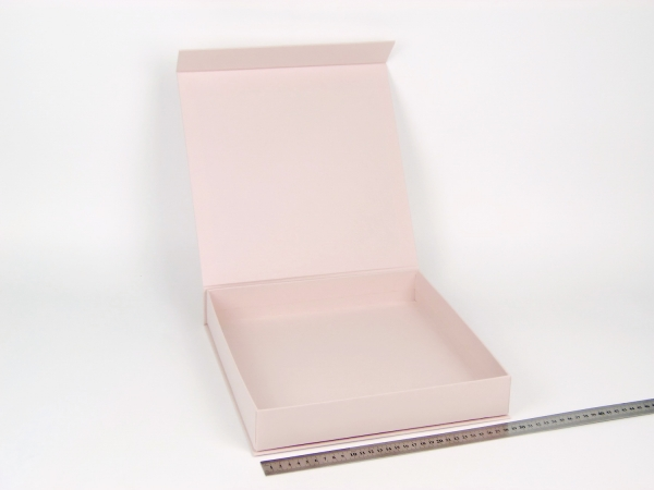 Размер 29х29х5 см. Коробка на магнитах. Цвет пудровый