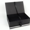 Размер 36х23х10 см. Коробка на лентах. Цвет: черный
