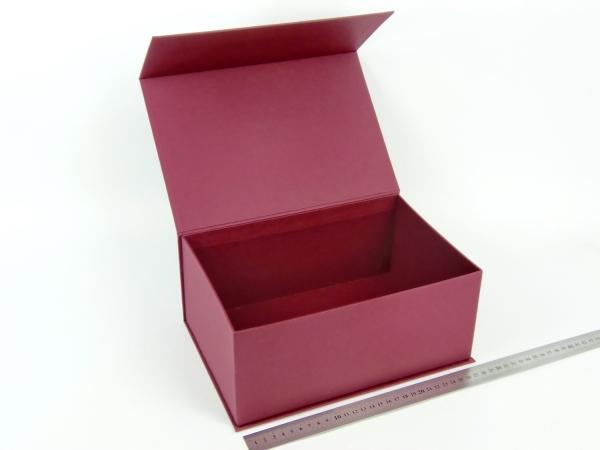 Размер 28х19х12 см. Коробка на магнитах. Цвет: бордовый