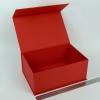 Размер 28х19х12 см. Коробка на магнитах. Цвет: красный