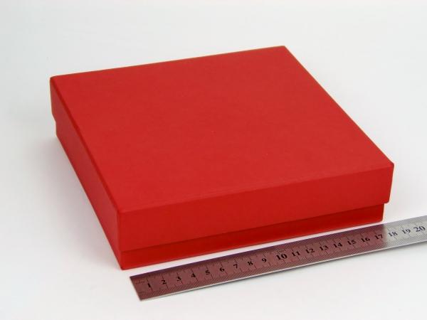 Размер 18,5х18,5х4,5см. Коробка для подарка со съемной крышкой. Цвет красный