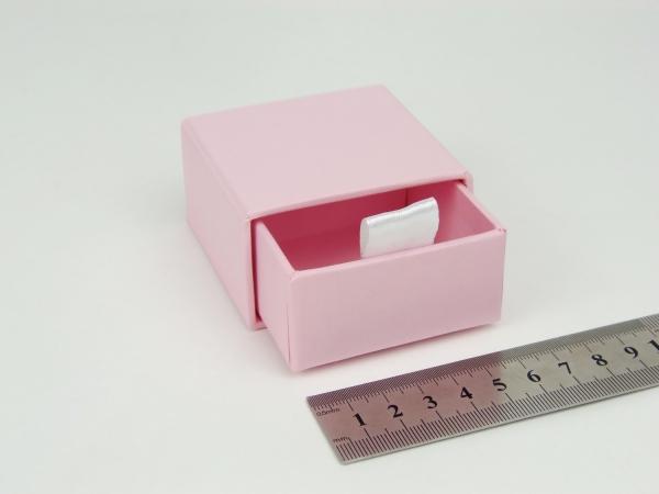 Размер 6х6х3 см Выдвижная коробка. Цвет розовый