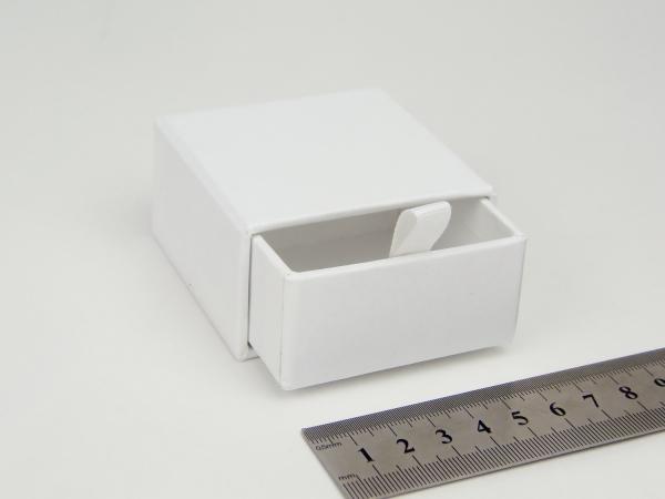 Размер 6х6х3 см Выдвижная коробка. Цвет белый