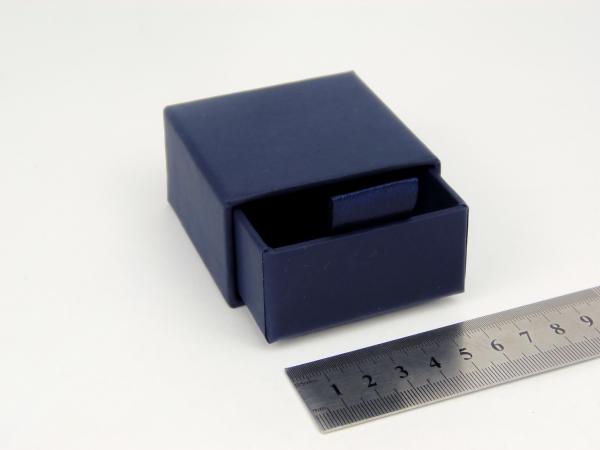 Размер 6х6х3 см Выдвижная коробка. Цвет темно-синий
