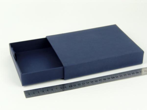 Размер 19х14х3 см Выдвижная коробка. Цвет темно-синий