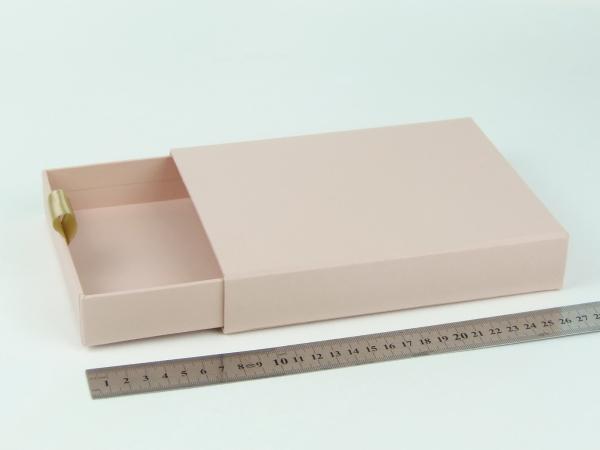 Размер 19х14х3 см Выдвижная коробка. Цвет пудровый