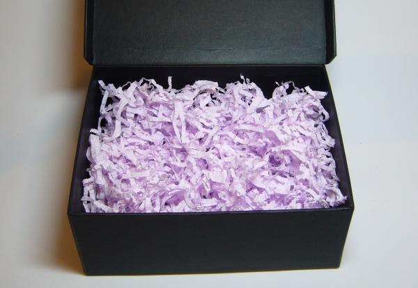 Наполнитель для упаковочных коробок. Объем в распушенном виде 1,5 литра. Цвет сиреневый № 592