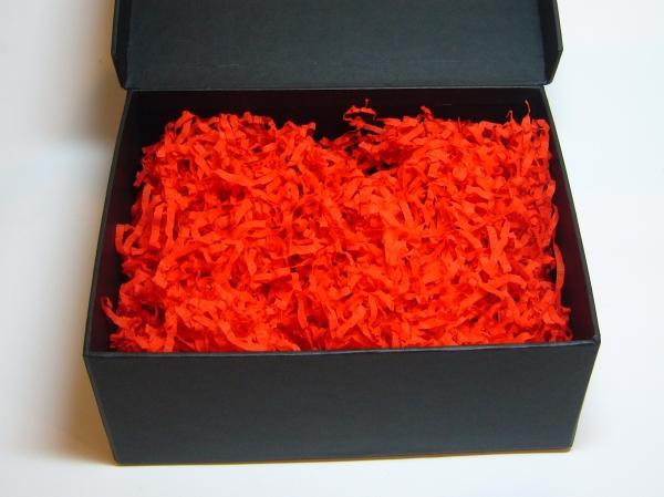 Наполнитель в подарочные коробки. Объем в распушенном виде 1,5 литра. Цвет: красный № 580