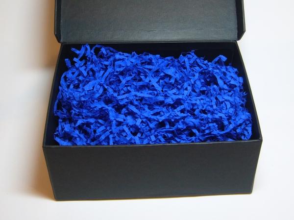 Наполнитель в подарочные коробки. Объем в распушенном виде 1,5 литра. Цвет: синий № 557