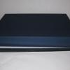 Розмір 39х30х5 см. Коробка зі з`ємною кришкою.Колір :темно-синій