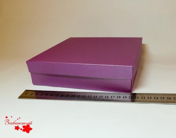 Коробка для упаковки подарка. Цвет фиолетовый. Размер 20*20*4 см.