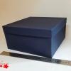 Розмір 24,4х24,4х11 см. Коробка зі з`ємною кришкою. Колір темно-синій