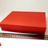 Розмір 20х20х4 см. Коробка зі з`ємною кришкою. Колір червоний